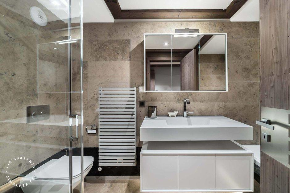 Salle de bain contemporaine - Appartement Six Senses - Courchevel 1850