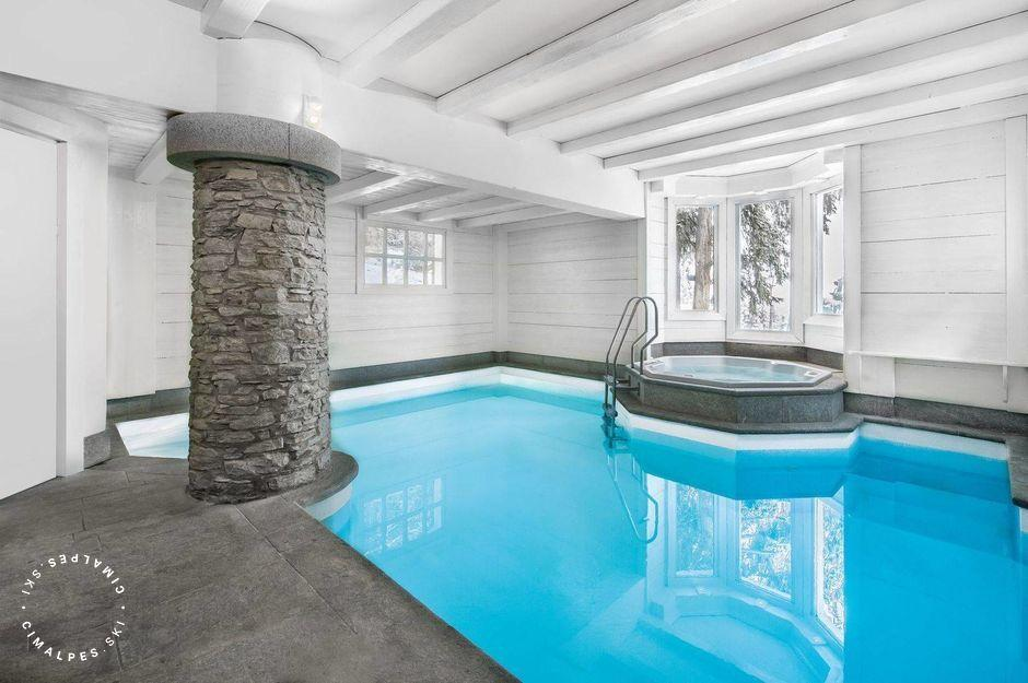 Chalet White Dream Courchevel swimming pool