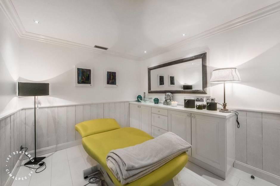 Chalet White Dream Courchevel massage room