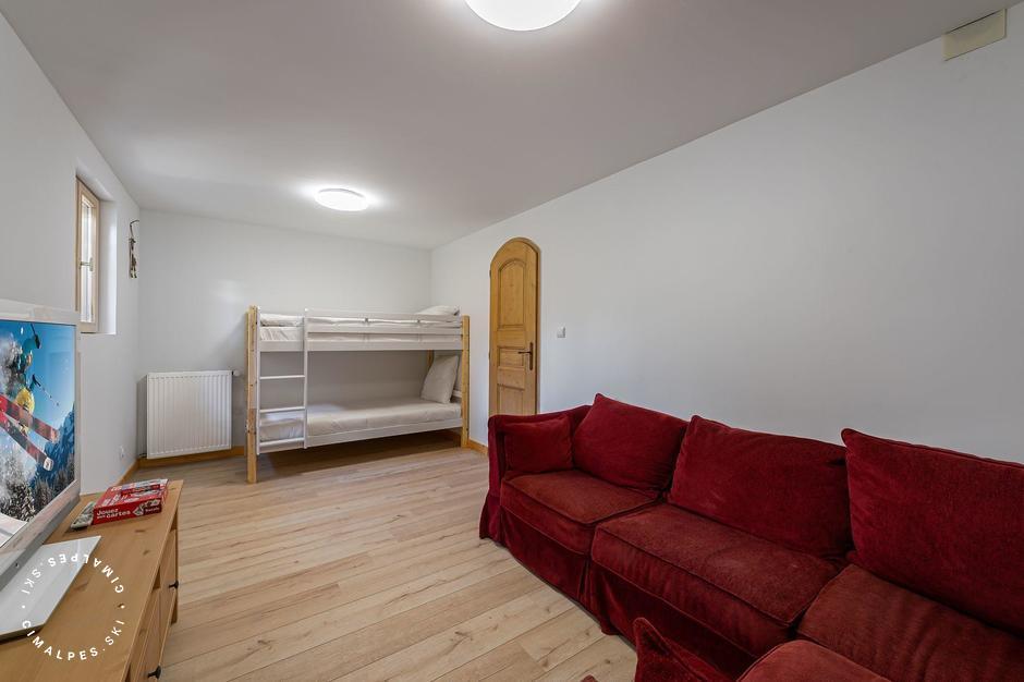 Salon TV (uniquement DVD) avec lits superposés | Chalet Ecureuil | Courchevel Moriond