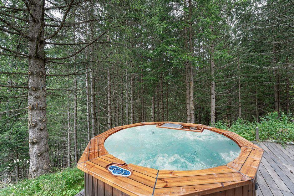 Outdoor Jacuzzi | Labaobou Chalet | Courchevel Moriond