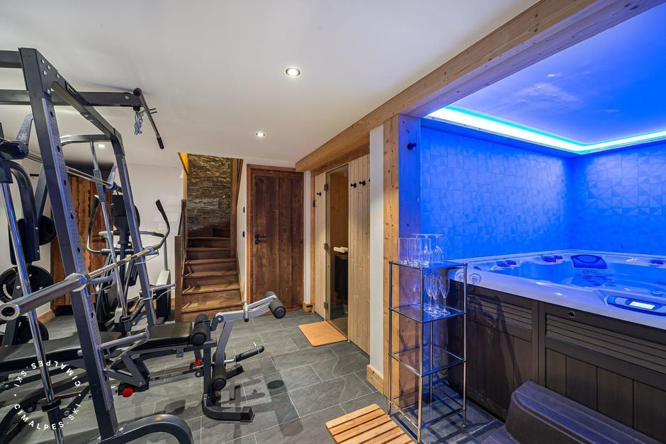 Gym equipments and interior jacuzzi | Chalet l'Étable | Saint Martin de Belleville