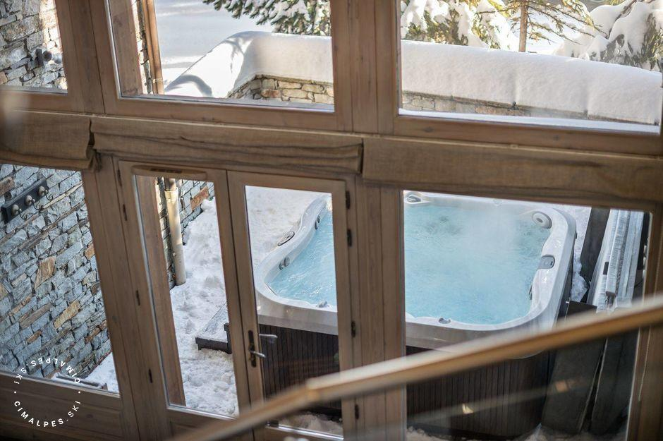 Exterior Jacuzzi | Chalet Totara | Courchevel