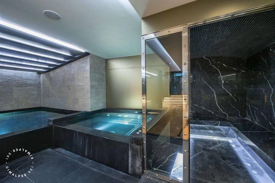 Chalet Perce Neige swimming pool