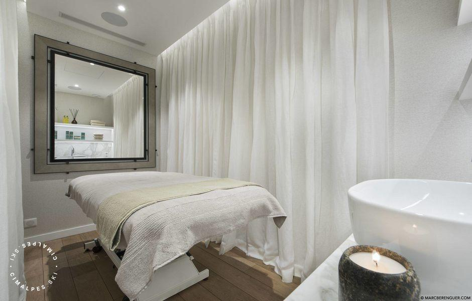 Massage table - Chalet Grande Roche - Courchevel 1850