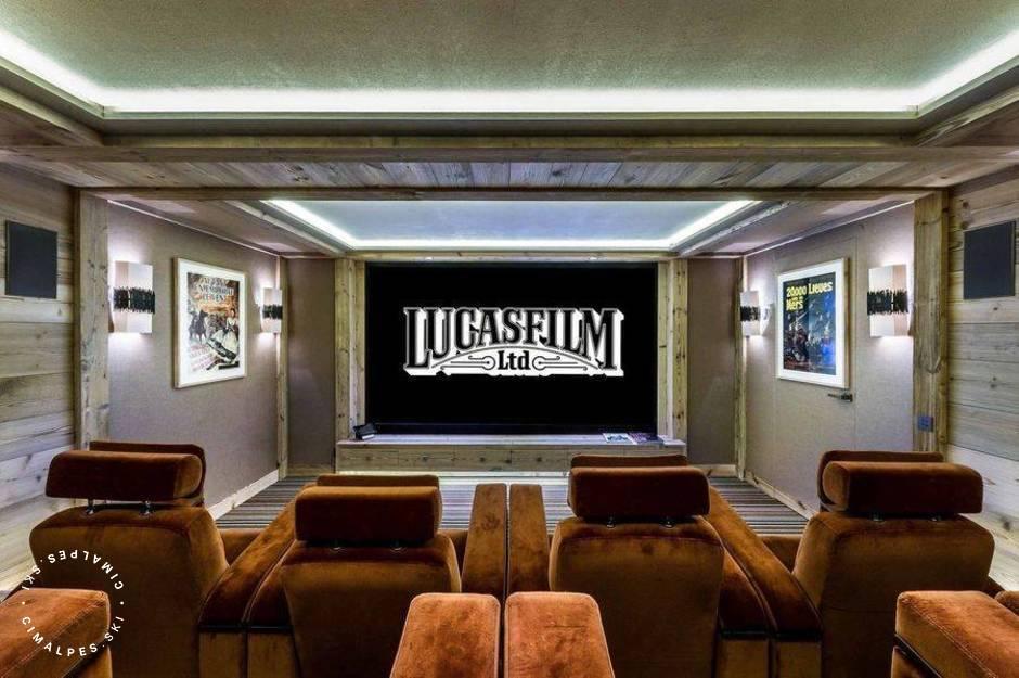 Chalet Bastidons Courchevel salle de cinéma