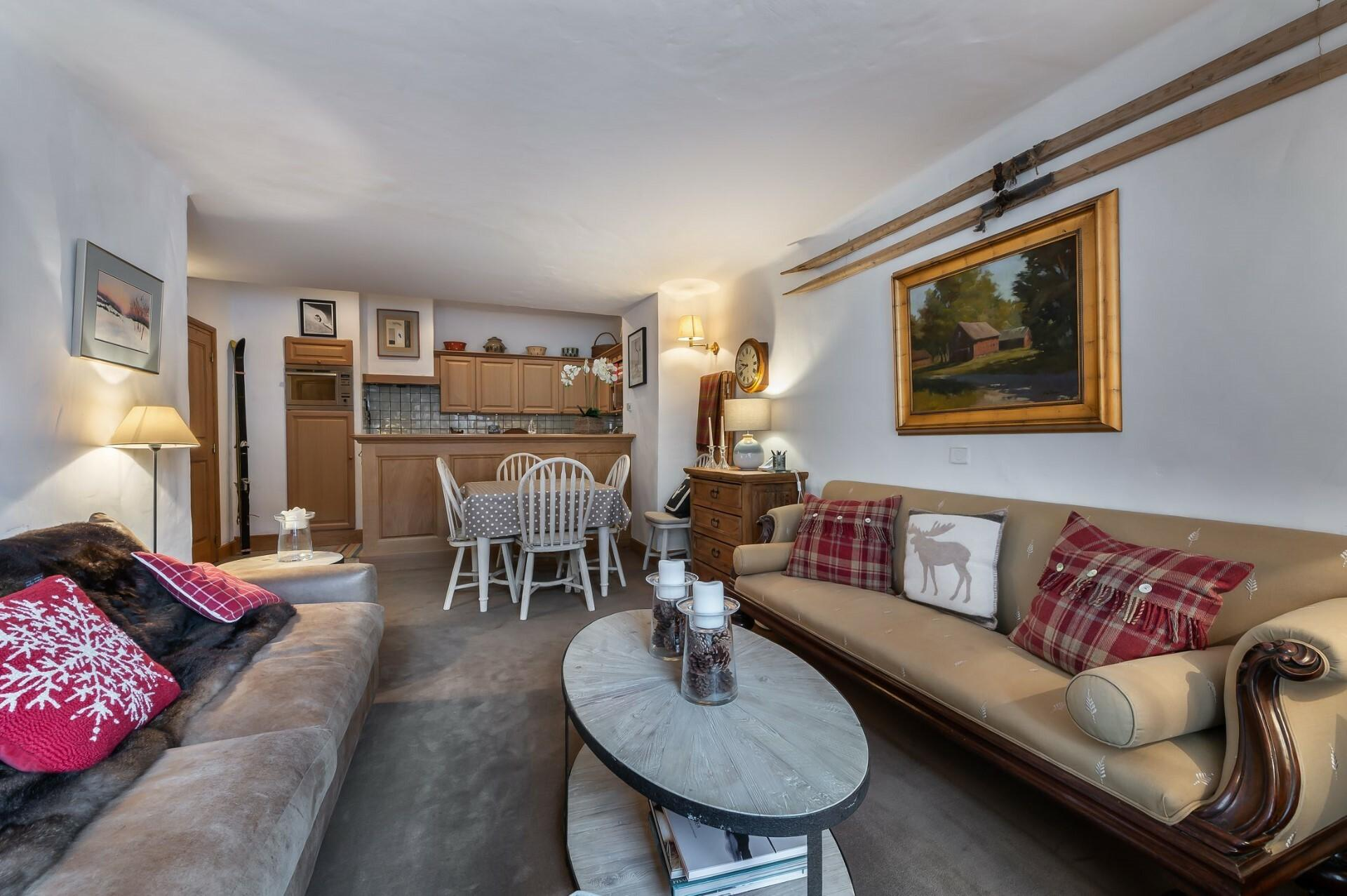 SUPERB APARTMENT IN THE HEART OF THE OLD VILLAGE